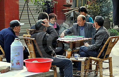pengzhou-china-people-playing-mahjong-17150408